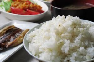 韓国人「日本の給食と韓国の給食を比べてみよう」