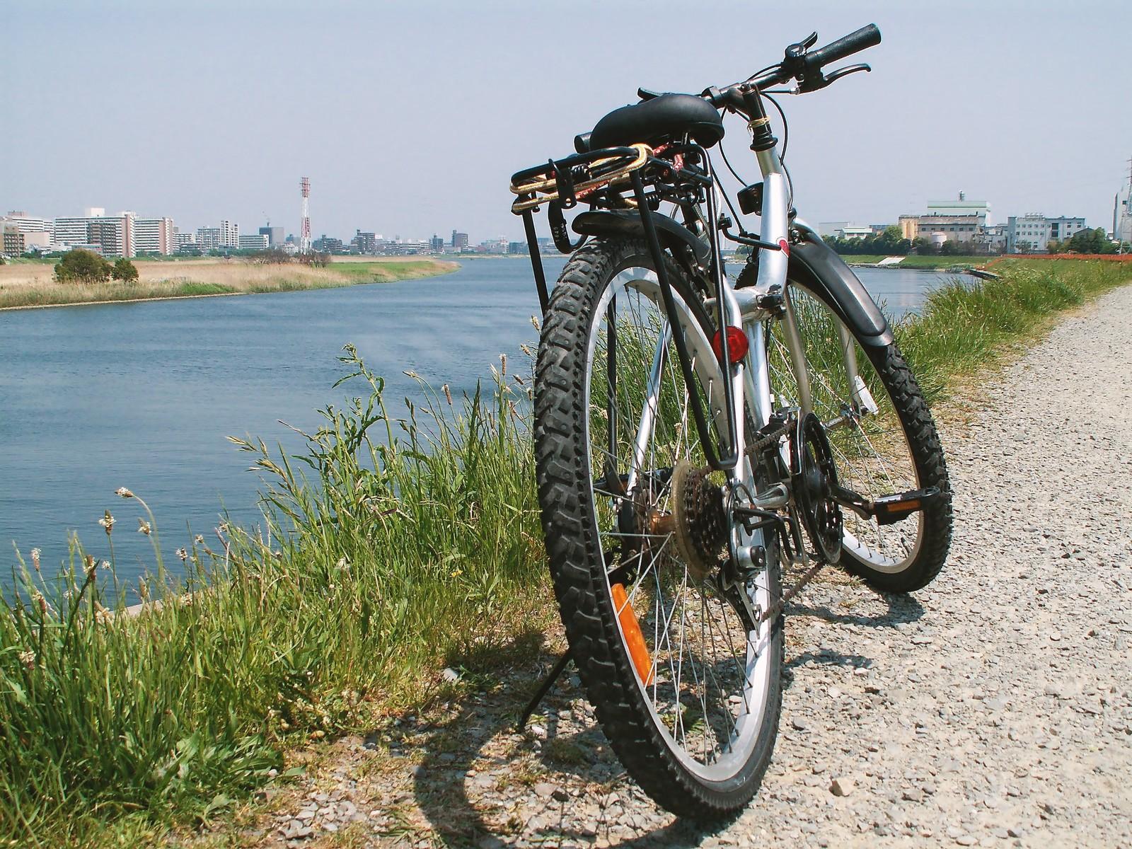 河原の自転車